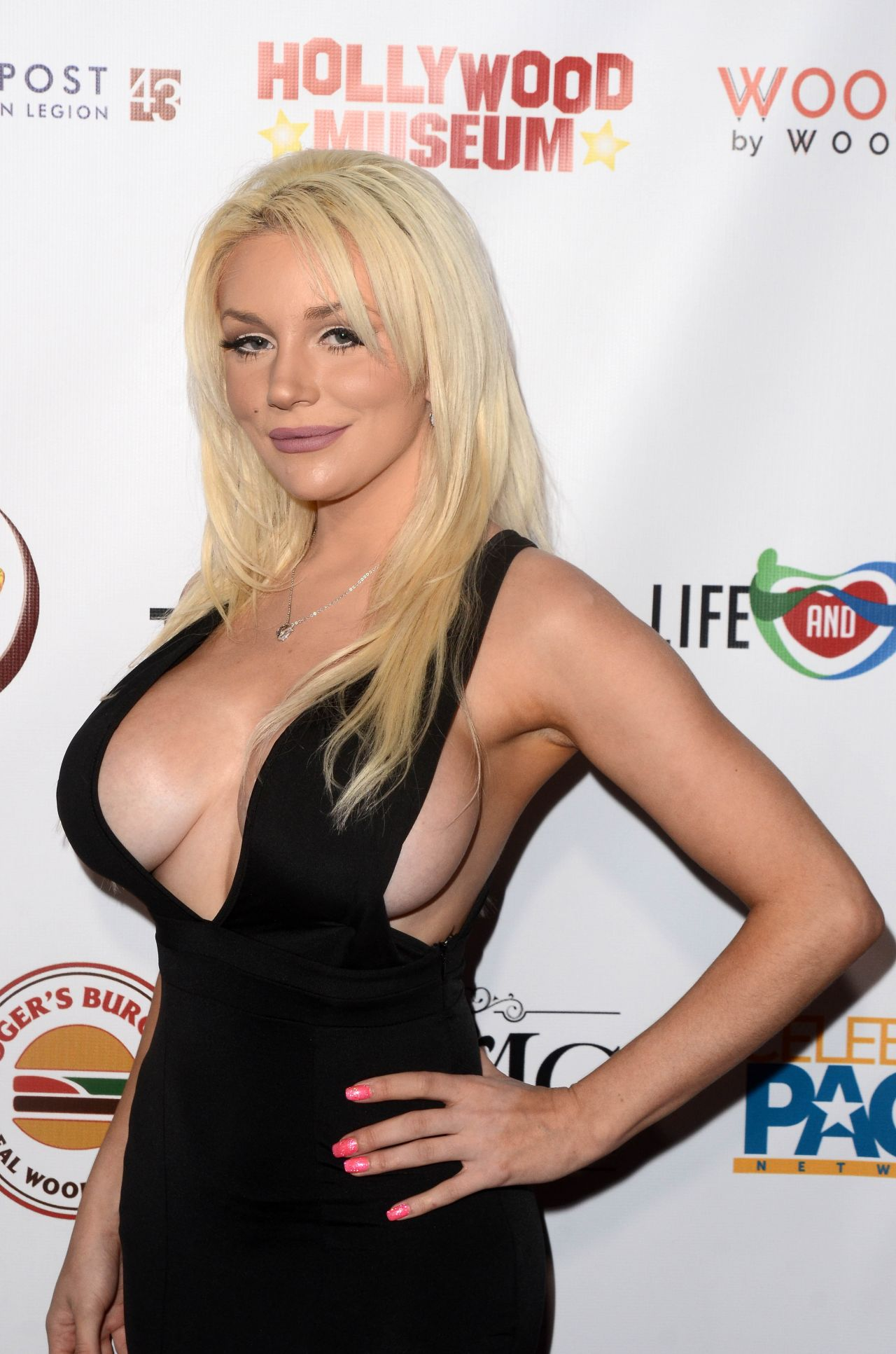courtney stodden tits actress hollywood neal roger dinner oscar viewing dress fake 3rd annual museum cleavage courtneystodden huge leaked editorial