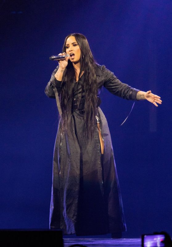 "Demi Lovato Performing Live - ""Tell Me You Love Me"" Tour in Minneapolis 03/10/2018"