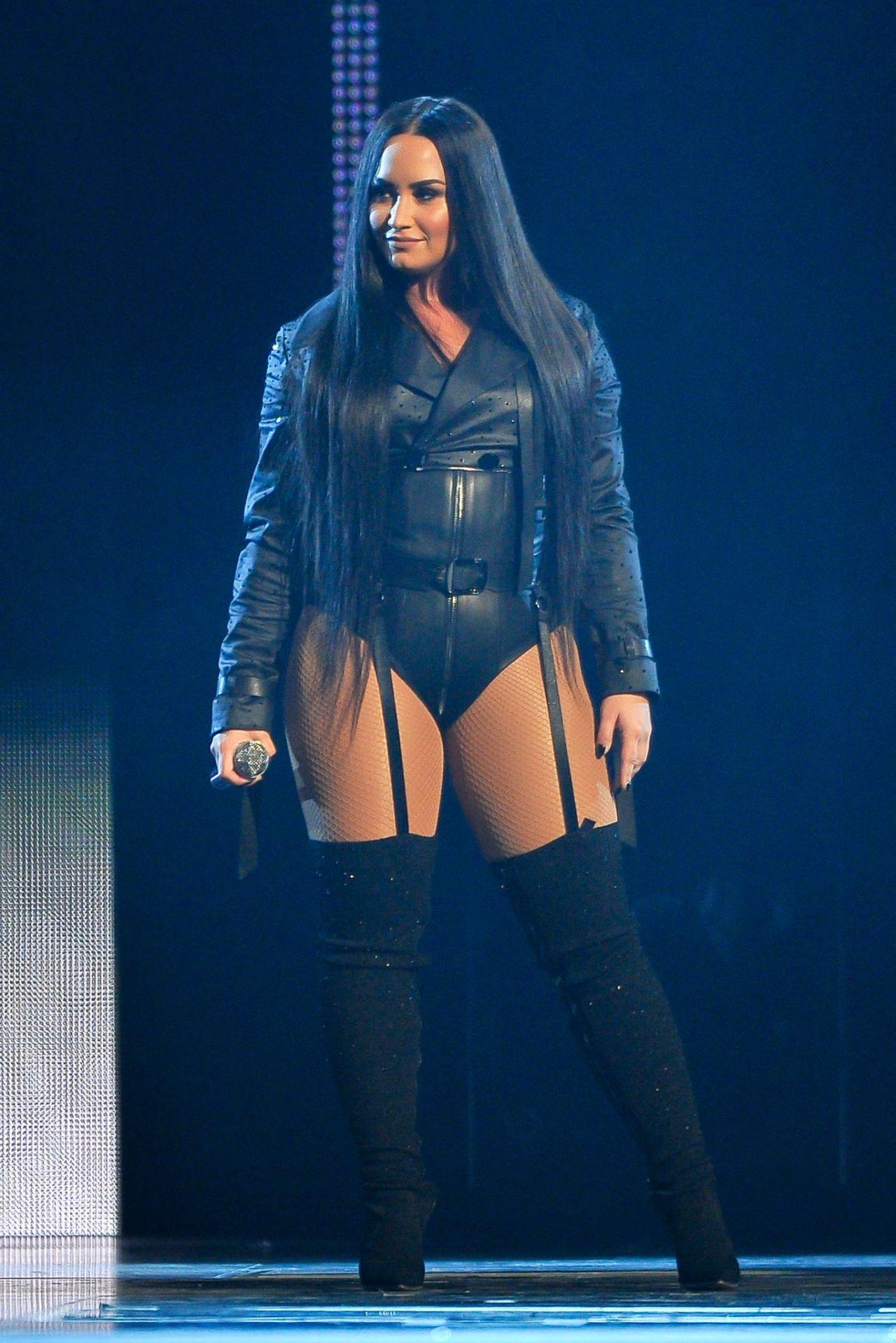 Demi Lovato Pics Nude