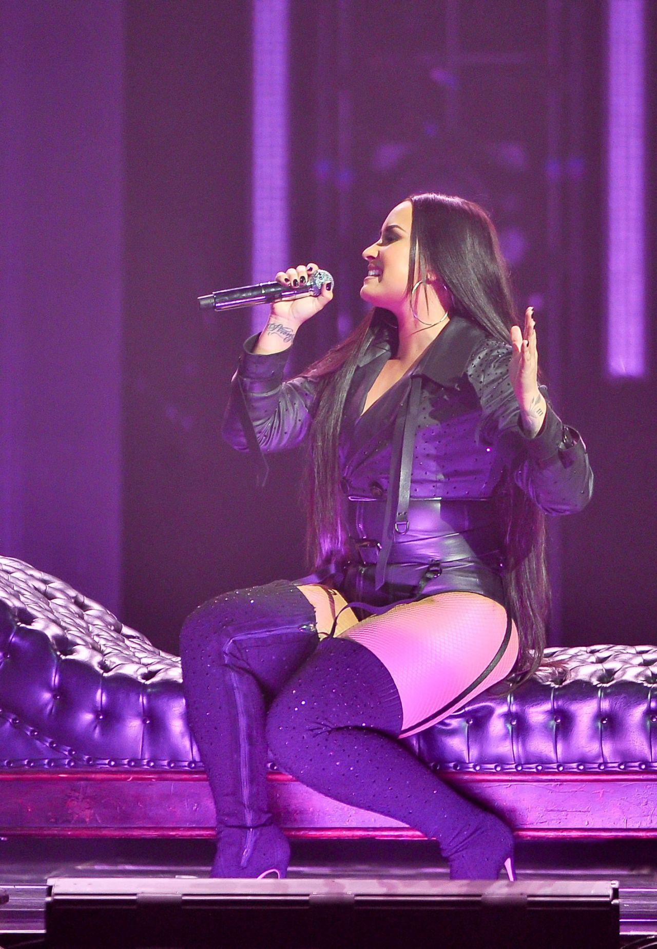Demi Lovato Quot Tell Me You Love Me Quot Tour In San Jose 02 28