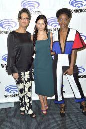 """Eline Powell - WonderCon 2018 """"Siren"""" Photocall in Anaheim"""