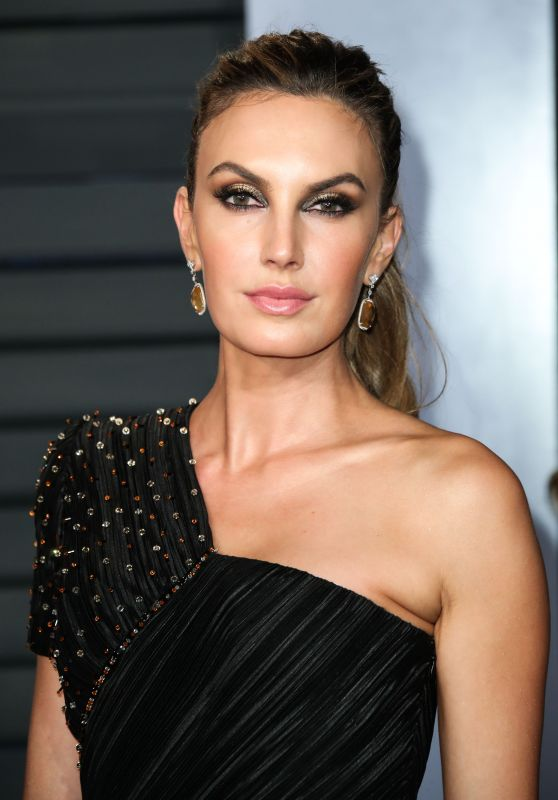 Elizabeth Chambers – 2018 Vanity Fair Oscar Party in Beverly Hills