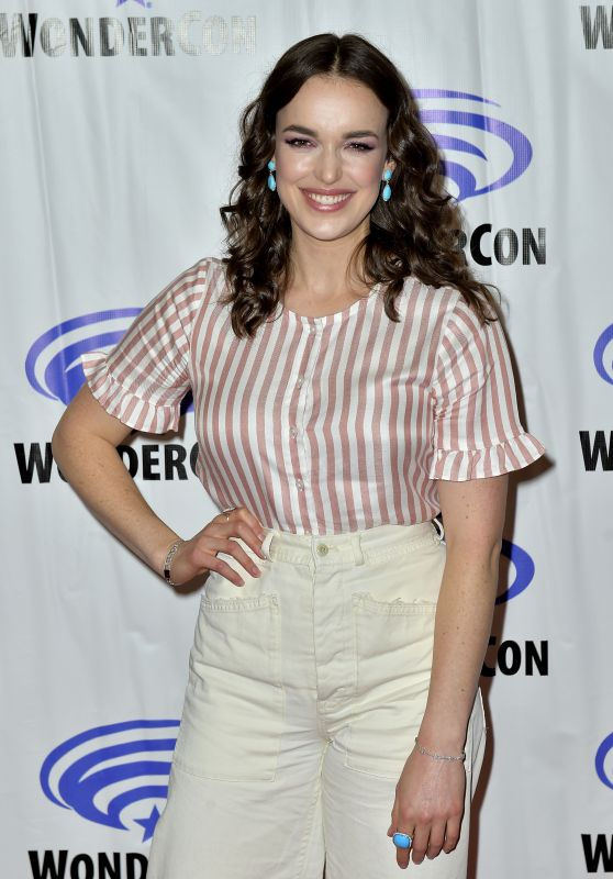 "Elizabeth Henstridge – ""Agents of S.H.I.E.L.D"" Photocall at WonderCon 2018"
