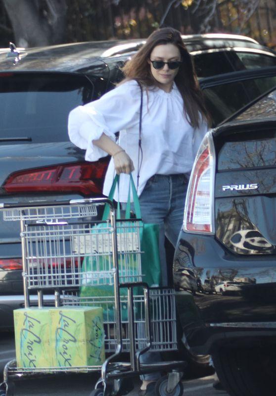 Elizabeth Olsen - Picks Up Groceries From Whole Foods in LA
