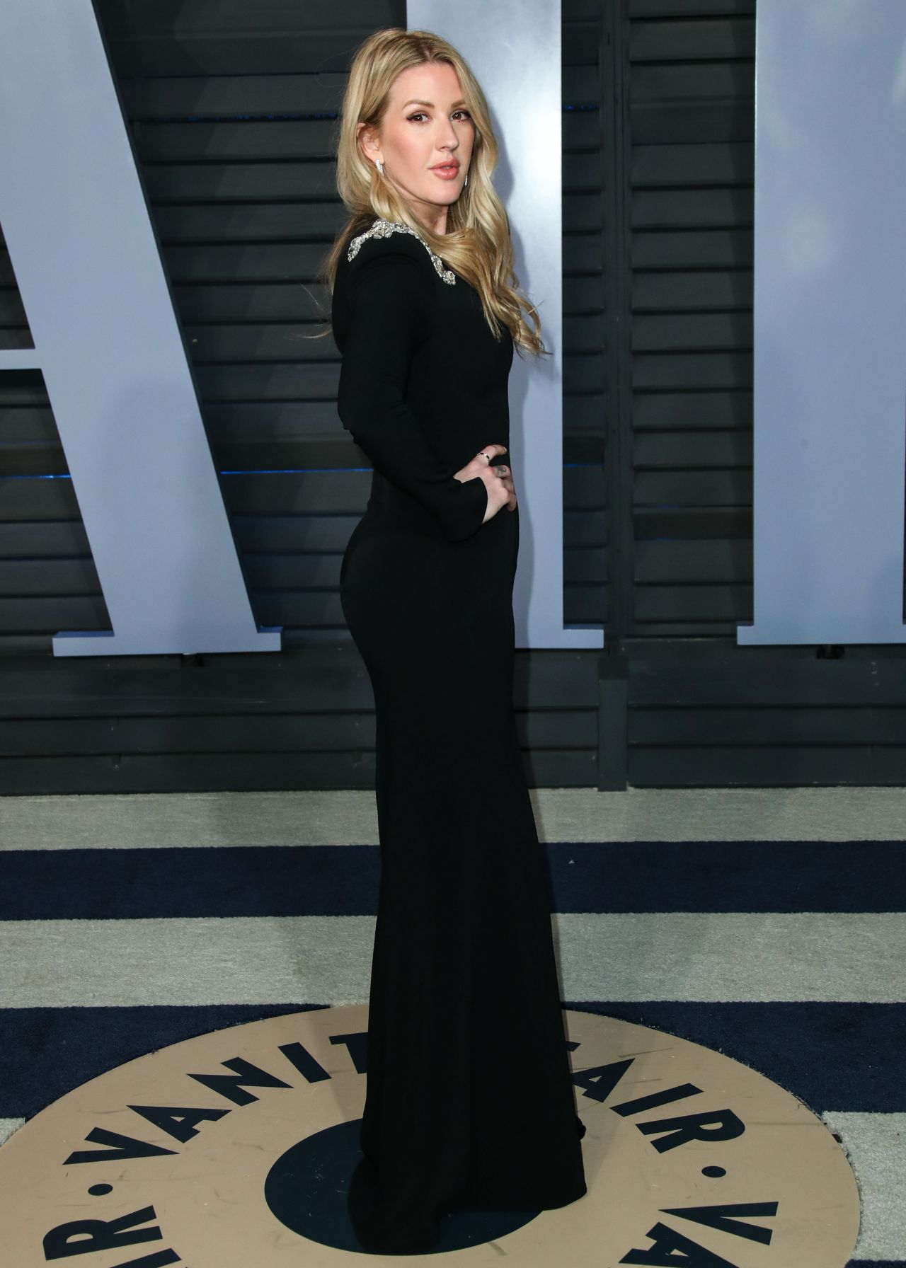 http://celebmafia.com/wp-content/uploads/2018/03/ellie-goulding-2018-vanity-fair-oscar-party-in-beverly-hills-3.jpg