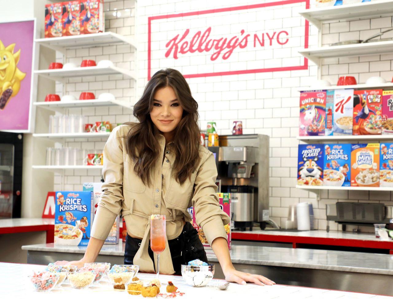 http://celebmafia.com/wp-content/uploads/2018/03/hailee-steinfeld-at-kellogg-s-new-york-city-cafe-in-nyc-0.jpg