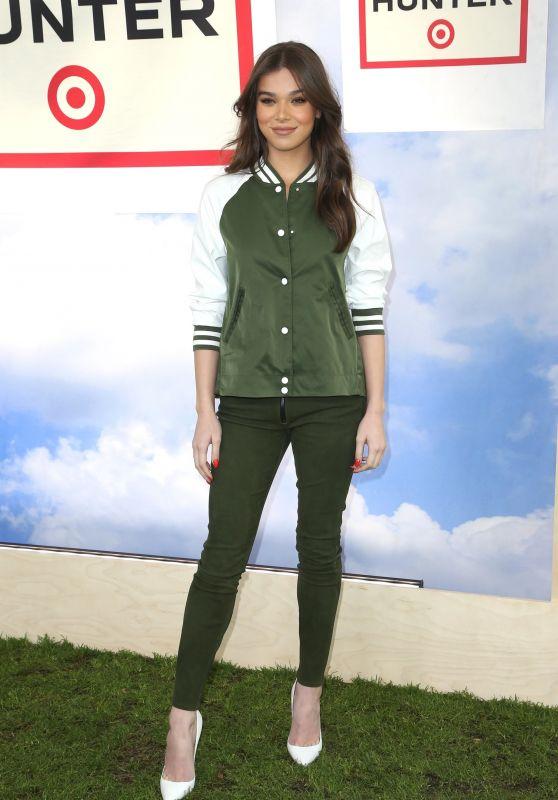 Hailee Steinfeld - Hunter for Target Ultimate Family Festival in Pasadena