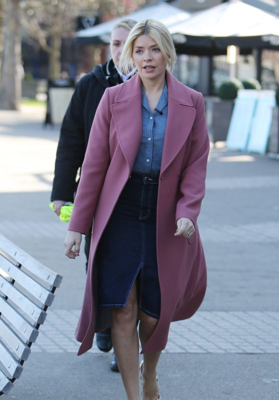 Holly Willoughby - Outside ITV Studios in London 03/26/2018