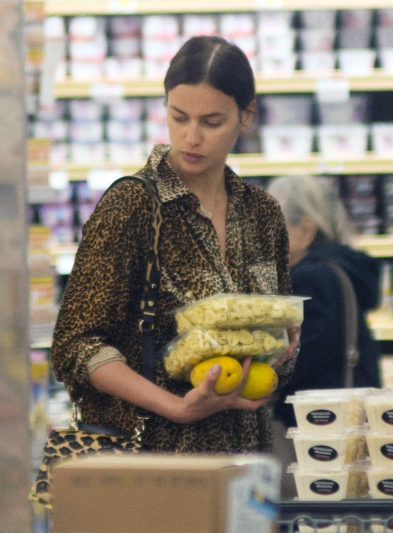 Irina Shayk And Bradley Cooper Grocery Shopping In Los