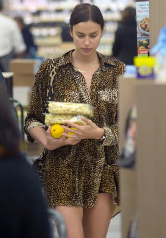 Irina Shayk and Bradley Cooper - Grocery Shopping in Los Angeles, March 2018