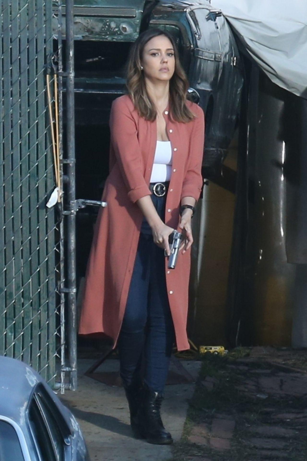 Jessica Alba - Filming...