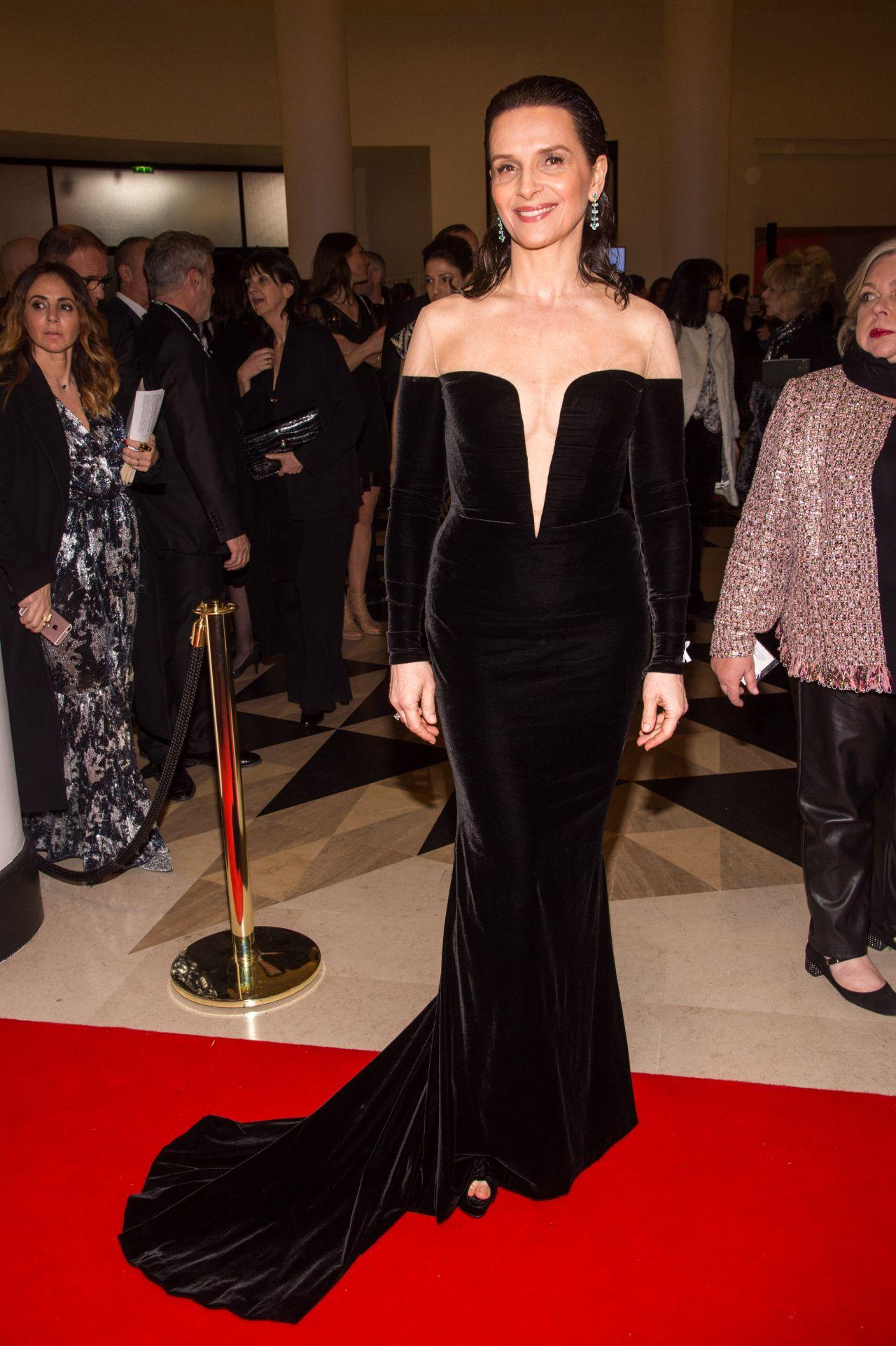 http://celebmafia.com/wp-content/uploads/2018/03/juliette-binoche-cesar-film-awards-2018-in-paris-6.jpg