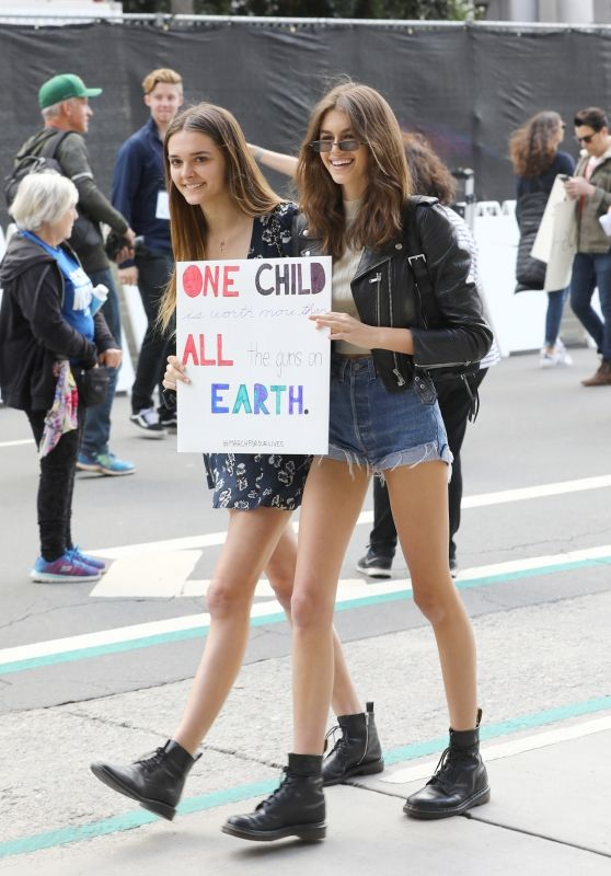 "Kaia Gerber and Charlotte Lawrence – Meet Up at the Anti-Gun ""March For Our Lives"" Rally in LA"