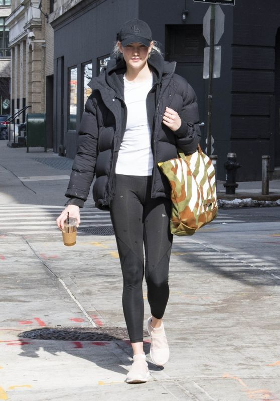 Karlie Kloss in Tights - Exits the Gym in NYC 03/26/2018