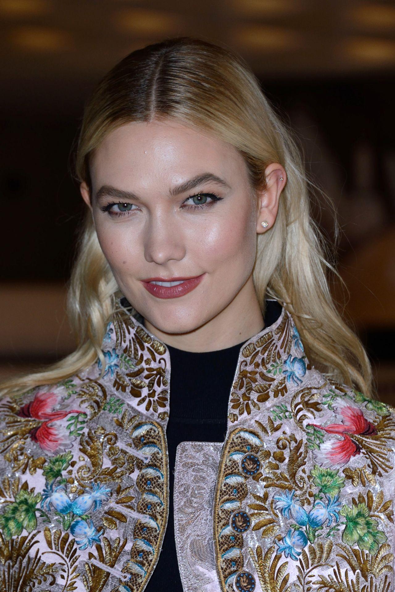 Karlie Kloss Louis Vuitton Fashion Show In Paris 03 06 2018