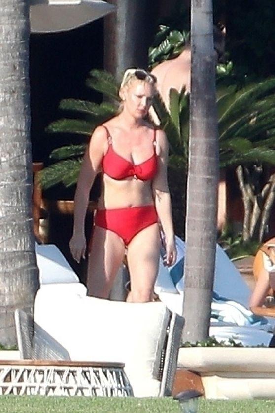 Katherine Heigl In Bikini Beach In Puerta Vallarta 03 06