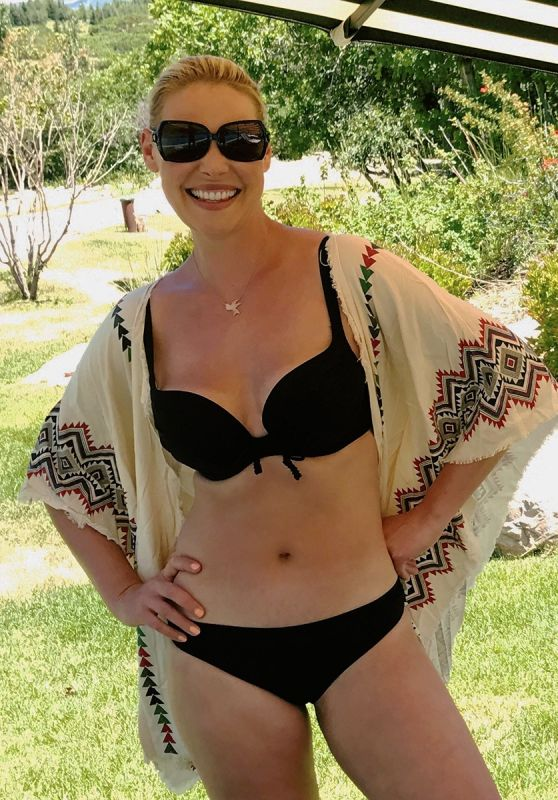 Katherine Heigl in Bikini - Social Media 03/29/2018