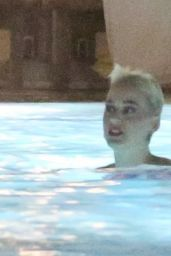 Katy Perry in a Floral Swimsuit - Pool Party After Her Live Performance in Rio de Janeiro