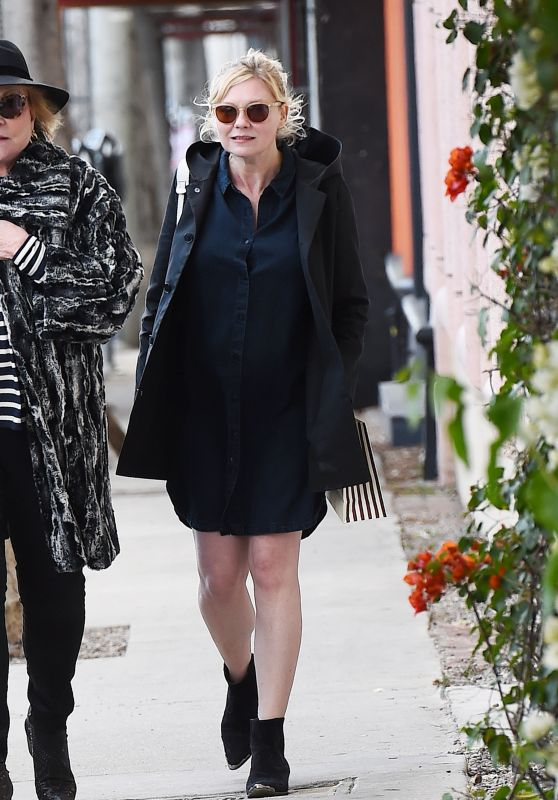 Kirsten Dunst With Her Mother - Shopping in Los Angeles 02/27/2018