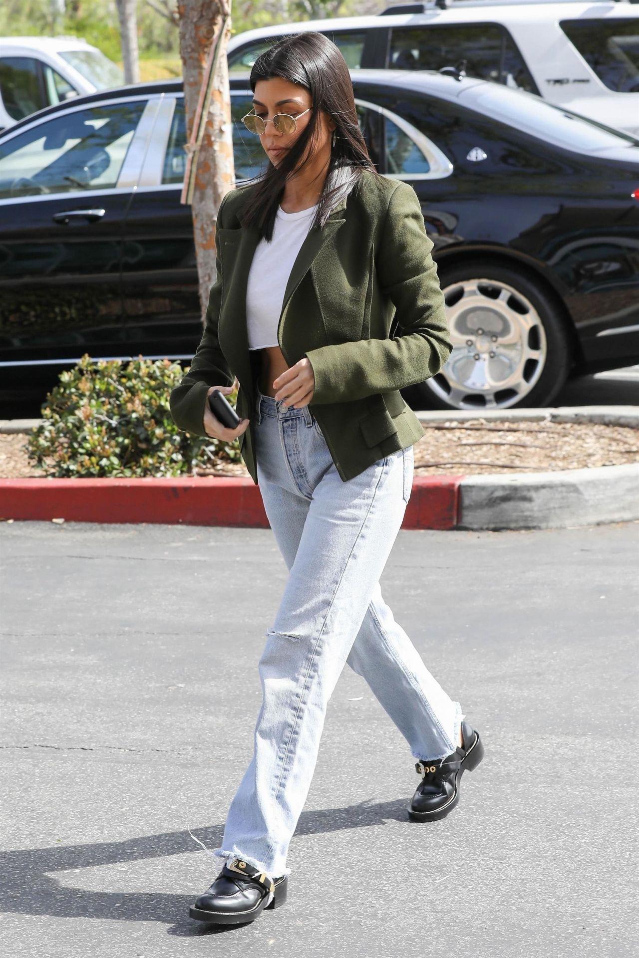Kourtney Kardashian at the Grocery Store in Calabasas 03 ...