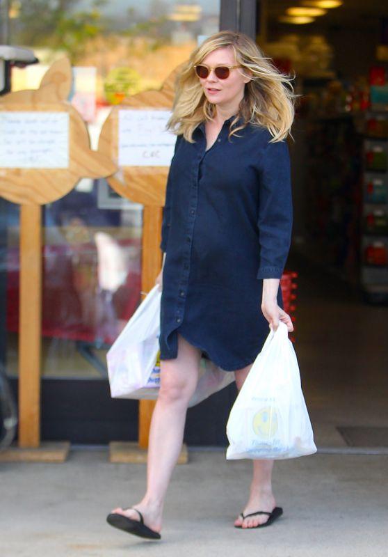 Kristen Dunst - Leaving at the PET Store in LA