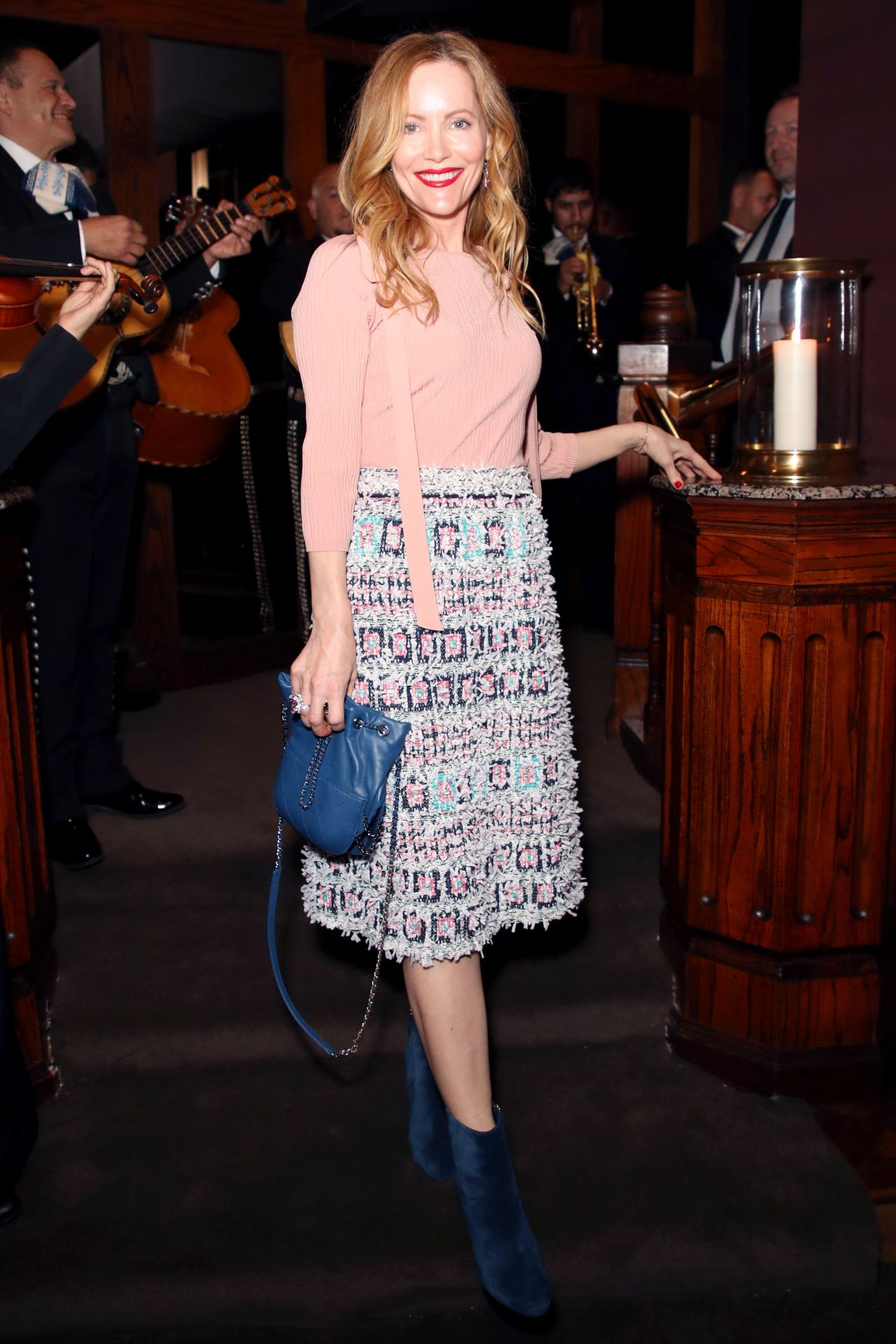 http://celebmafia.com/wp-content/uploads/2018/03/leslie-mann-chanel-and-charles-finch-pre-oscar-dinner-in-la-03-03-2018-7.jpg