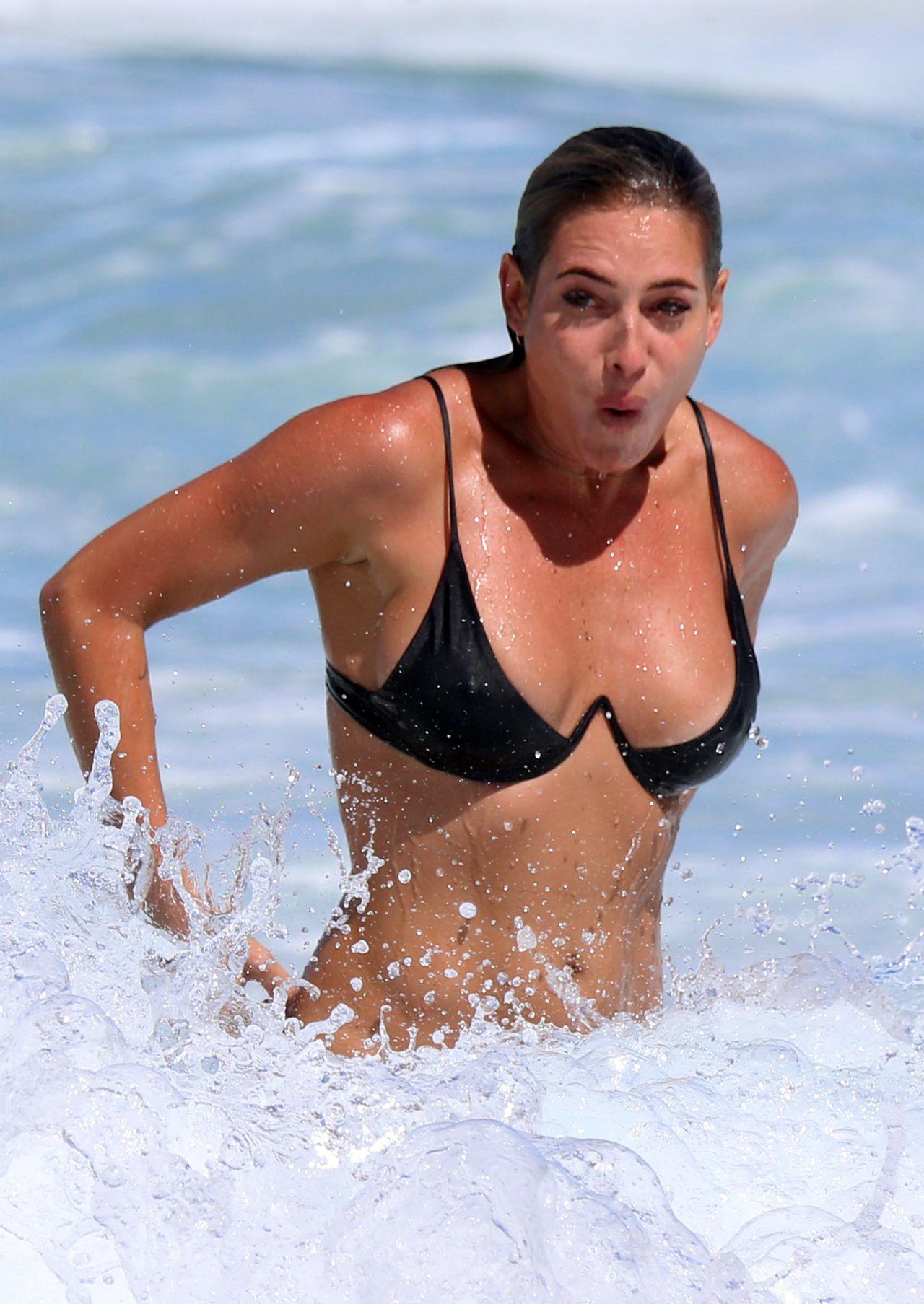 Porn pic Licking tranny balls