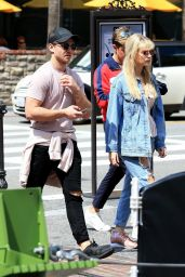 Lottie Moss - Shopping with Emily Blackwell at The Grove in LA