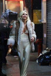 """Maggie Gyllenhaal - """"The Deuce"""" Season 2 Filming in NY"""