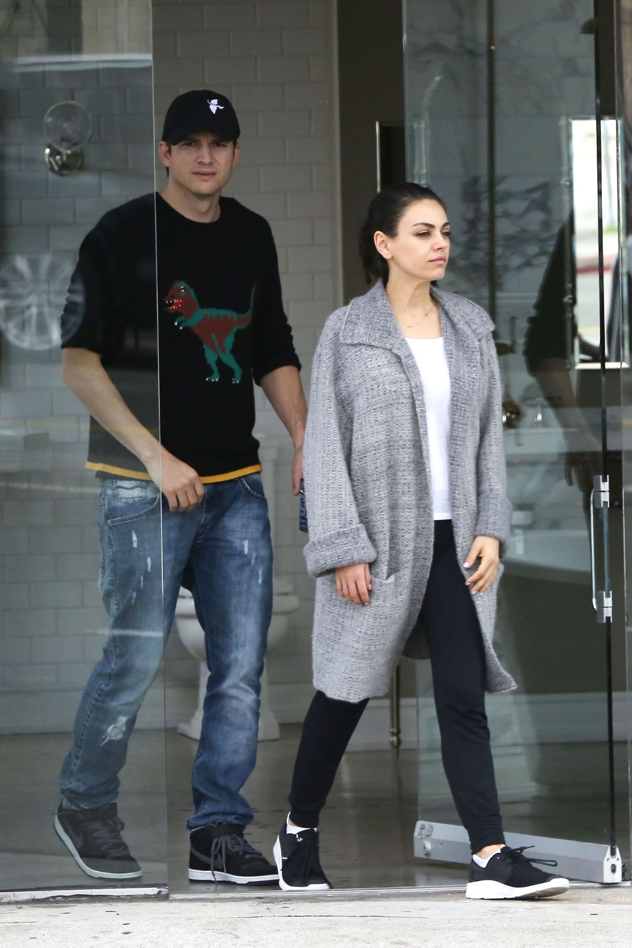 mila kunis and ashton kutcher shopping in la 03232018