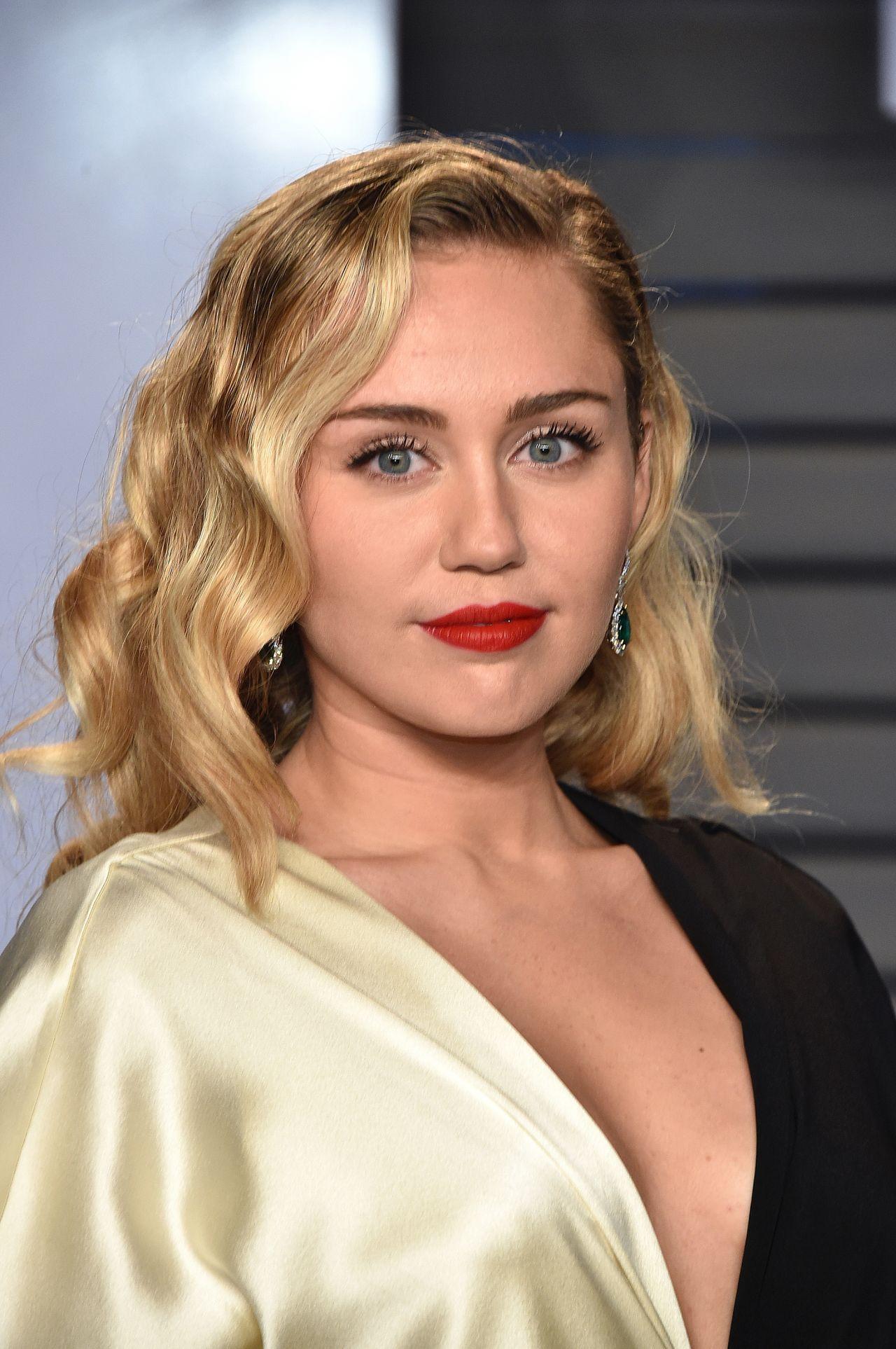 Miley cyrus bangerz tour 2014 ass booty slap - 1 part 3