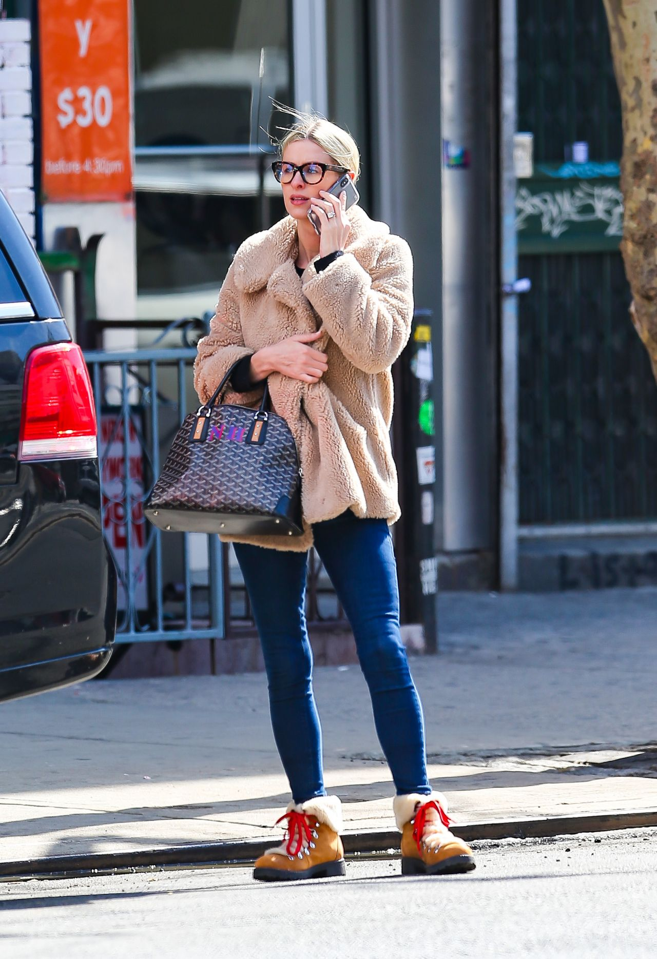 nicky hilton chatting on her cell phone in new york. Black Bedroom Furniture Sets. Home Design Ideas
