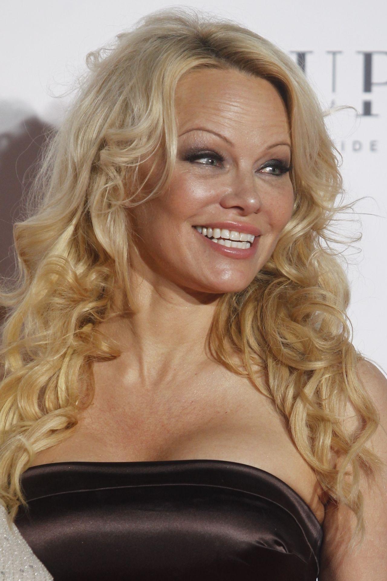 Pamela Anderson - Global Gift Gala 2018 in Madrid Pamela Anderson