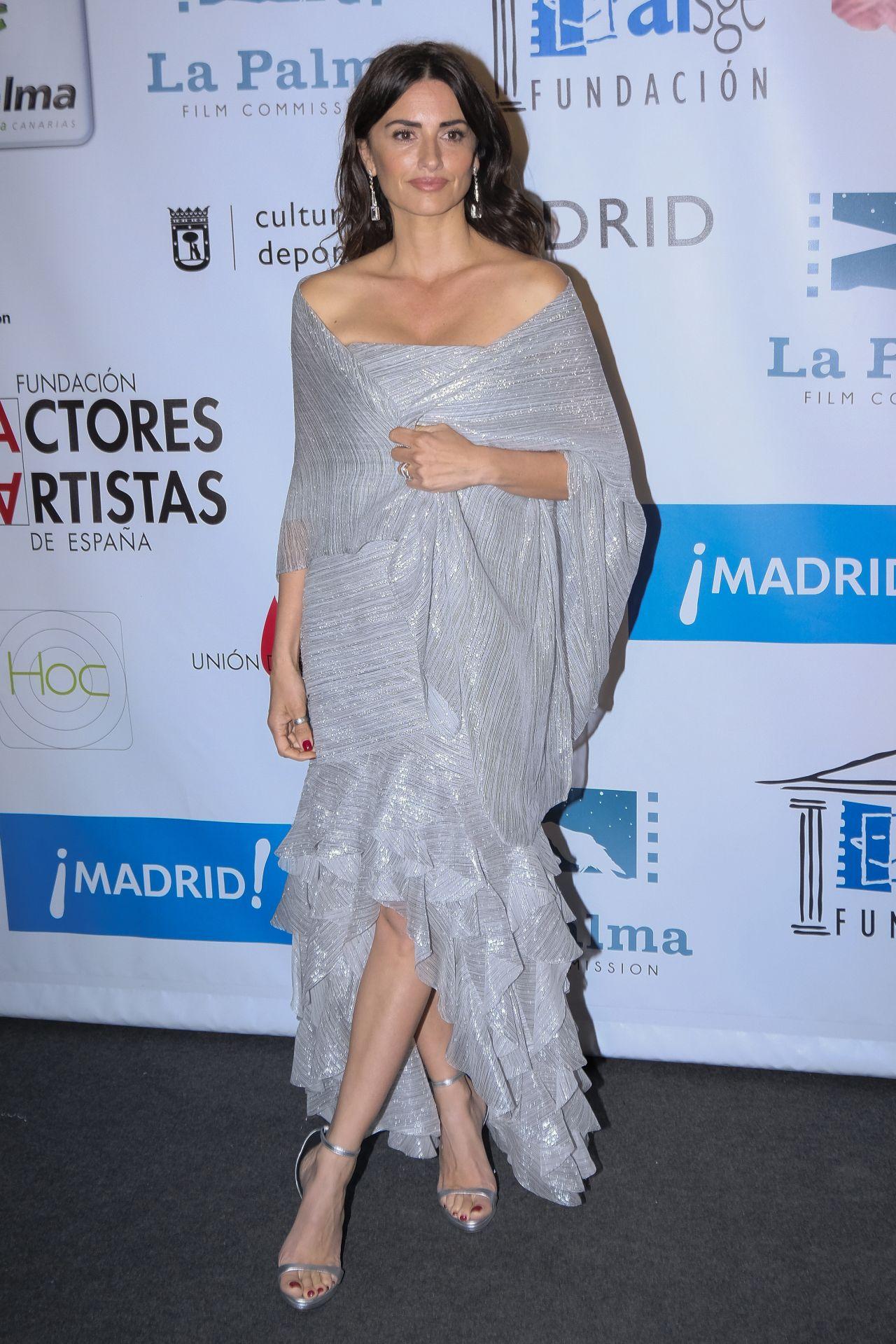 http://celebmafia.com/wp-content/uploads/2018/03/penelope-cruz-actors-and-actresses-union-awards-2018-in-madrid-9.jpg