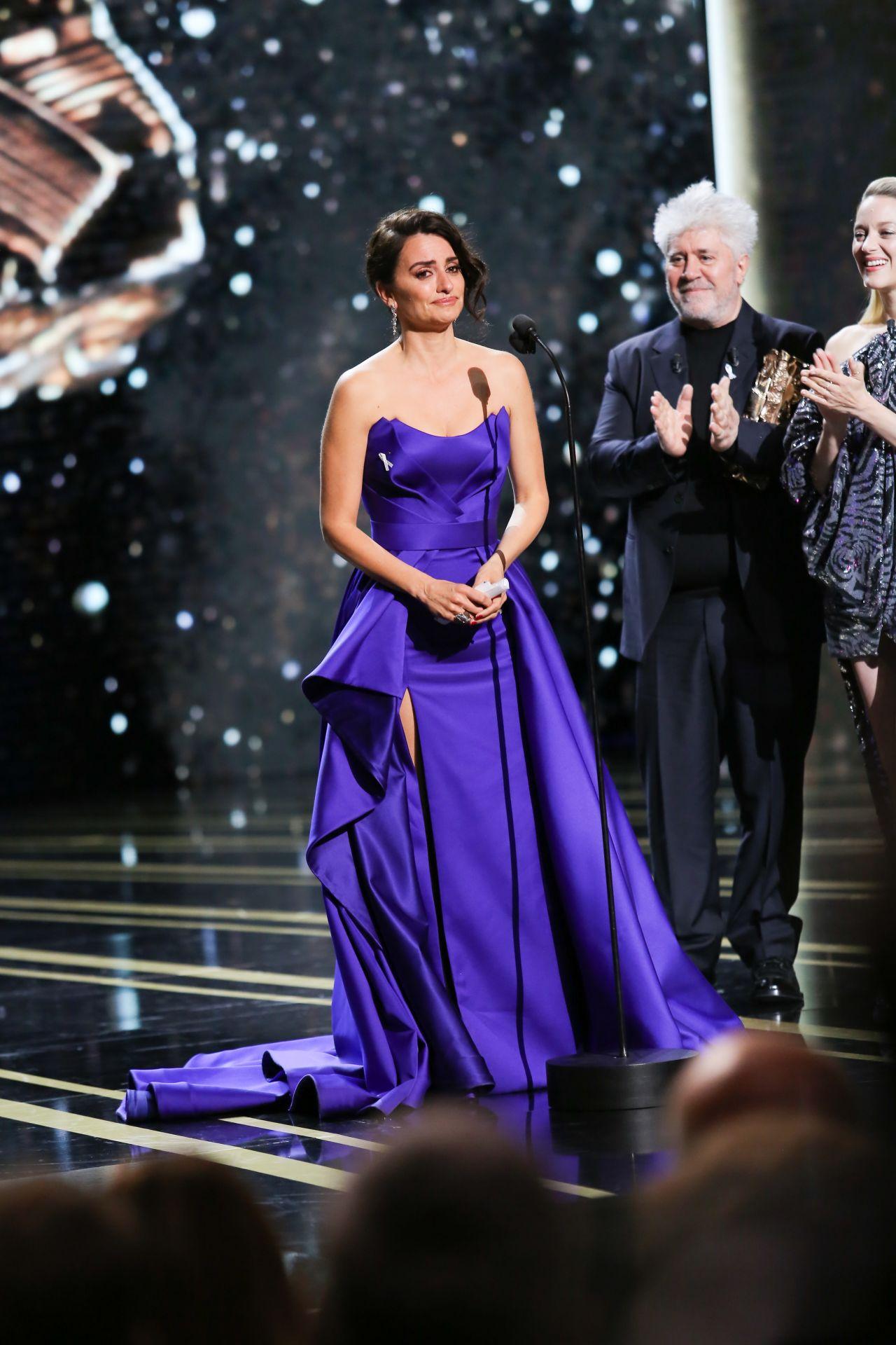 http://celebmafia.com/wp-content/uploads/2018/03/penelope-cruz-cesar-film-awards-2018-in-paris-0.jpg