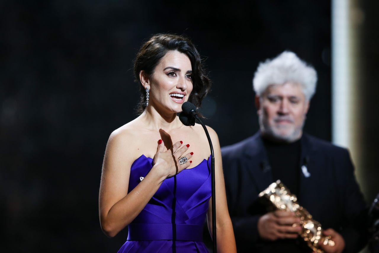 http://celebmafia.com/wp-content/uploads/2018/03/penelope-cruz-cesar-film-awards-2018-in-paris-4.jpg