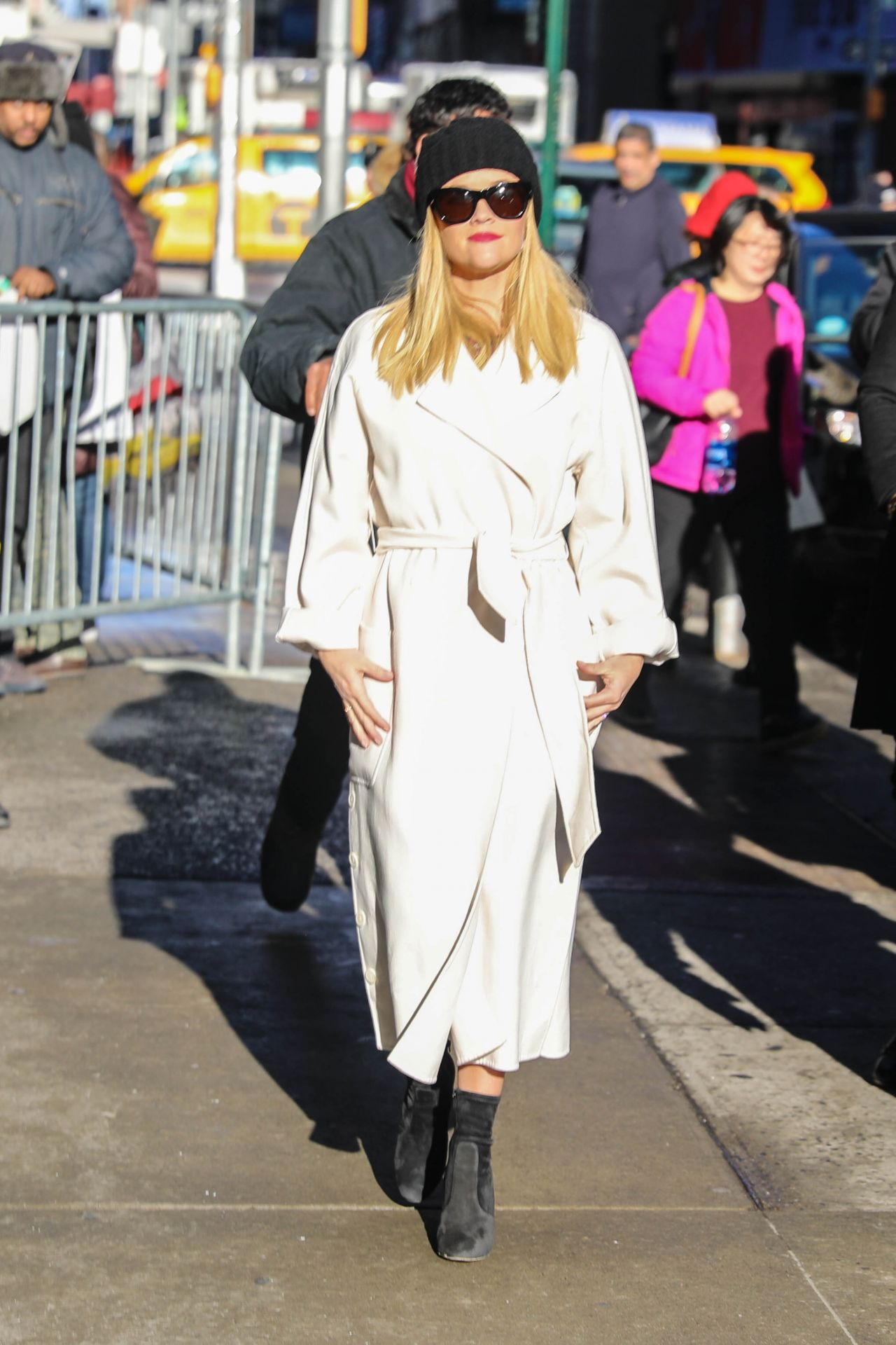 http://celebmafia.com/wp-content/uploads/2018/03/reese-witherspoon-in-wintery-white-coat-gma-in-new-york-03-08-2018-5.jpg