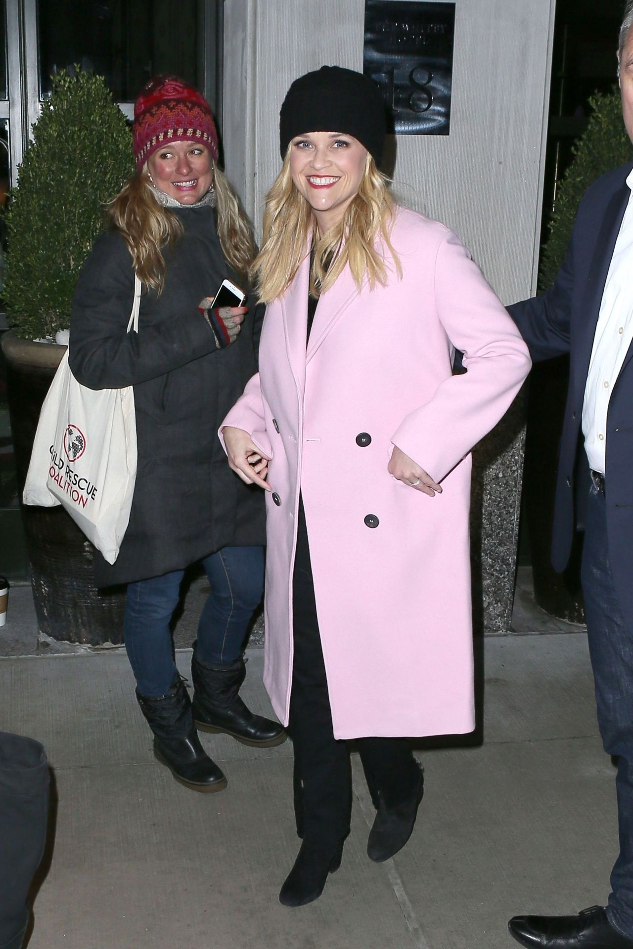 http://celebmafia.com/wp-content/uploads/2018/03/reese-witherspoon-leaving-her-hotel-in-new-york-03-08-2018-1.jpg