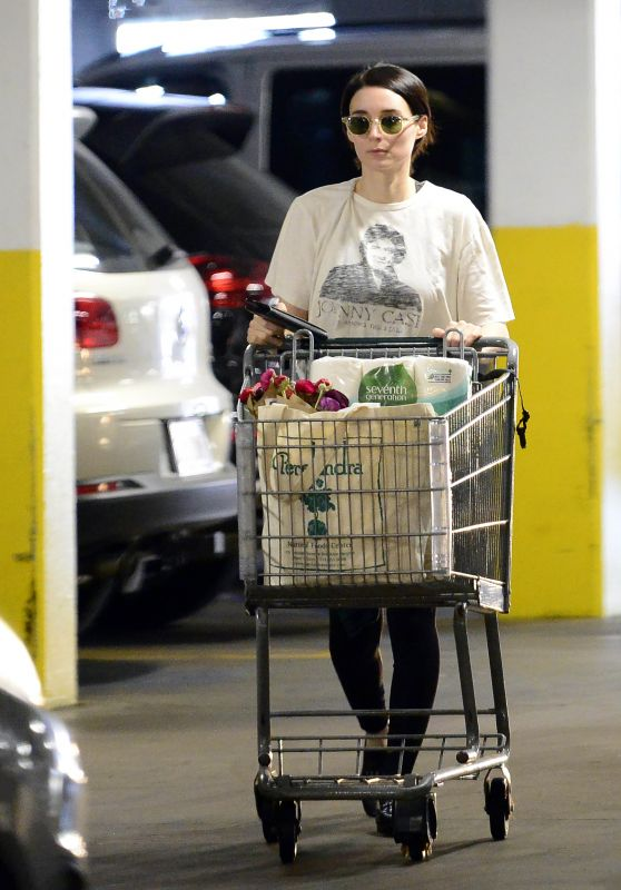 Rooney Mara - Grocery Shopping at a Health Food Store in Los Angeles 03/29/2018