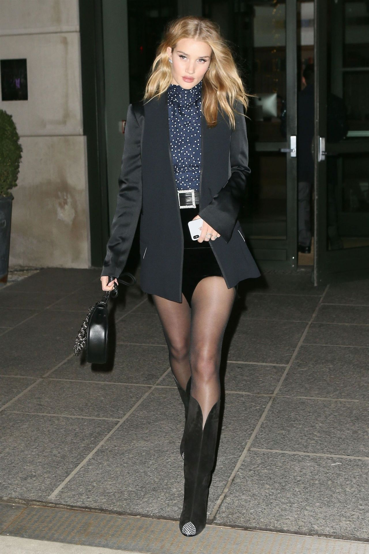 This Is What Rosie Huntington-Whiteley Wears on a Date images