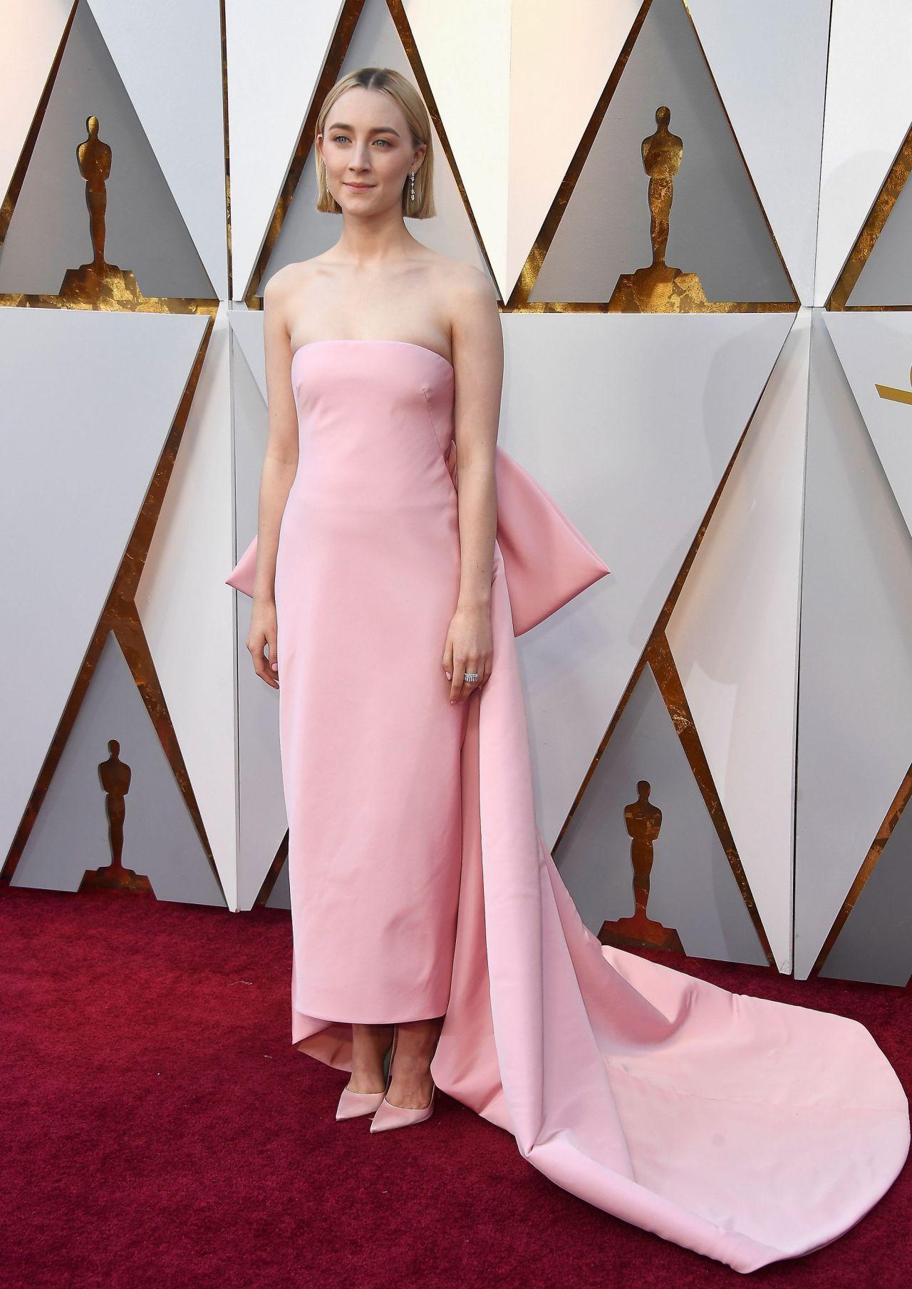http://celebmafia.com/wp-content/uploads/2018/03/saoirse-ronan-oscars-2018-red-carpet-8.jpg