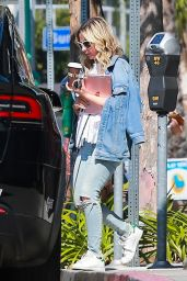 Sarah Michelle Gellar Shows Off a Cute and Flirty Hairstyle - Brentwood 03/28/2018