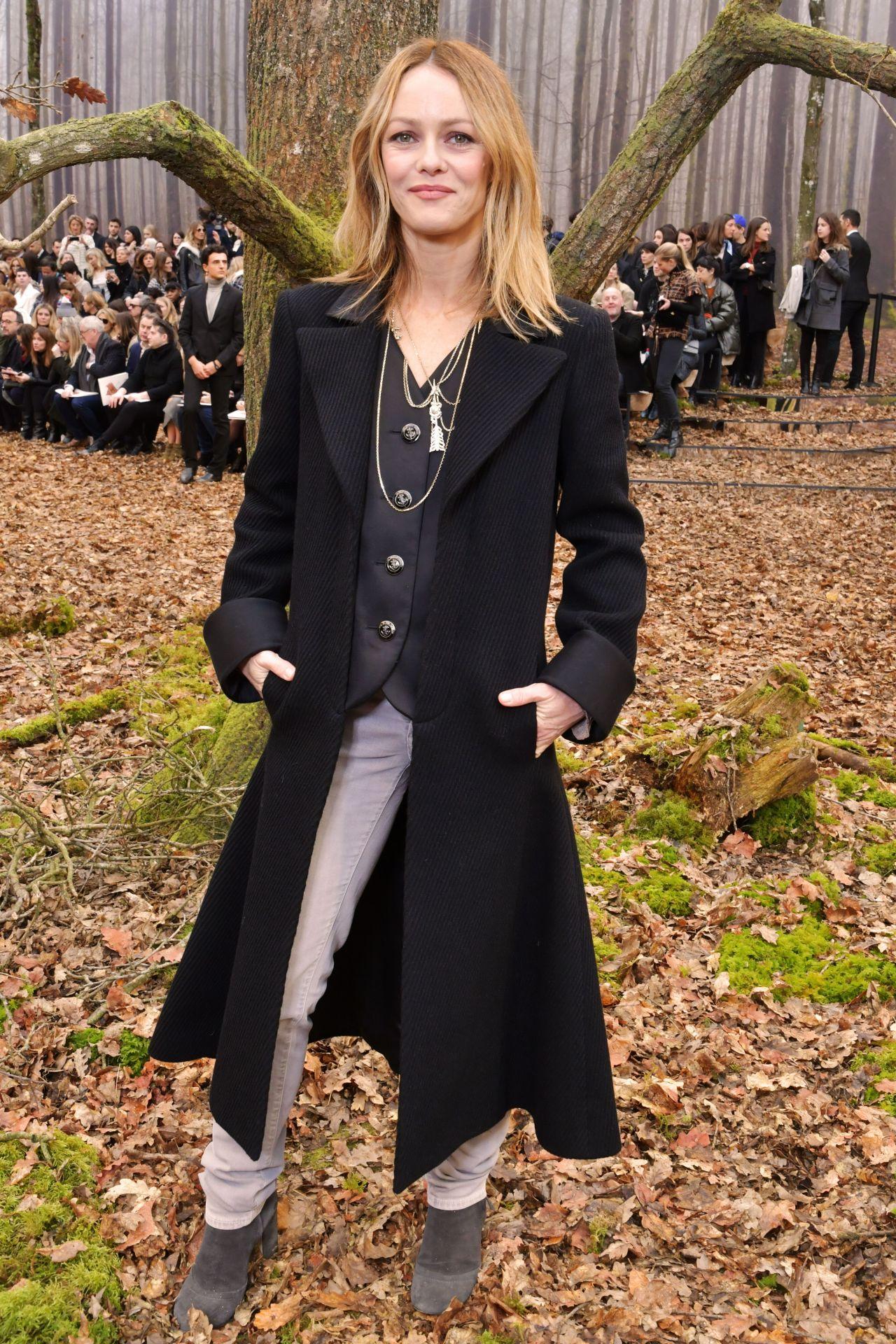 http://celebmafia.com/wp-content/uploads/2018/03/vanessa-paradis-chanel-fashion-show-fw18-in-paris-8.jpg