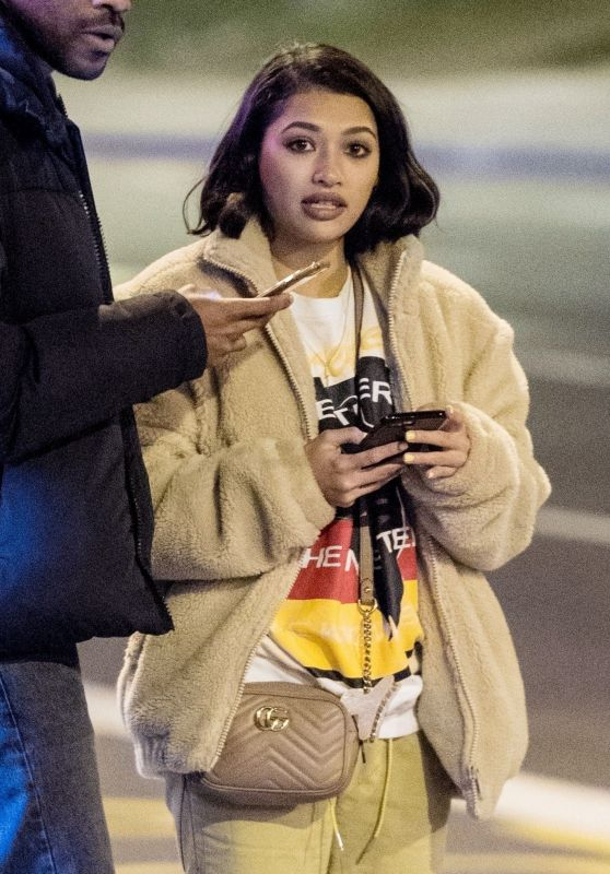 Vanessa White - Stops by a Chicken Shop in Brixton 03/13/2018