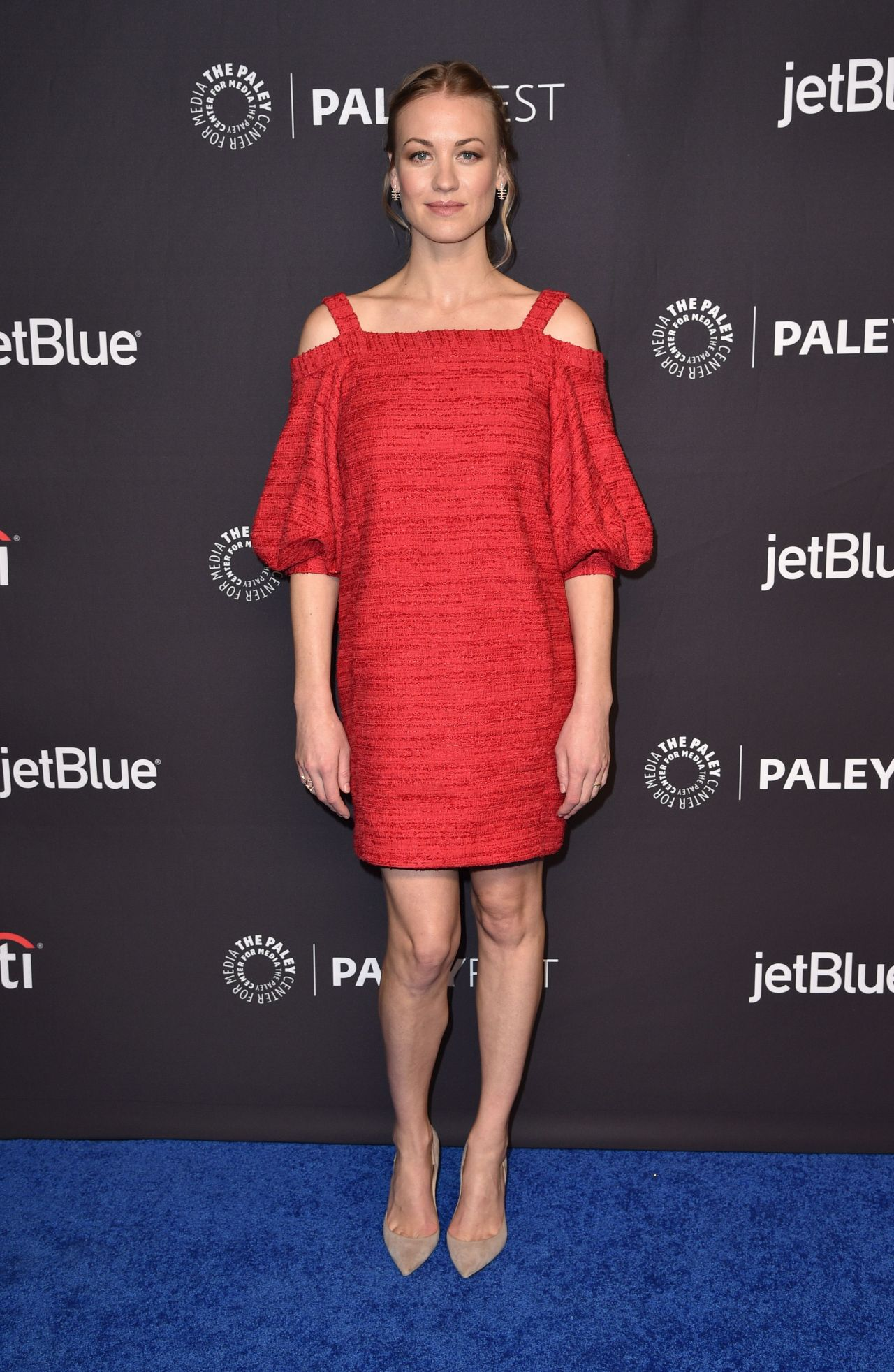 http://celebmafia.com/wp-content/uploads/2018/03/yvonne-strahovski-the-handmaid-s-tale-panel-at-35th-annual-paleyfest-in-la-9.jpg