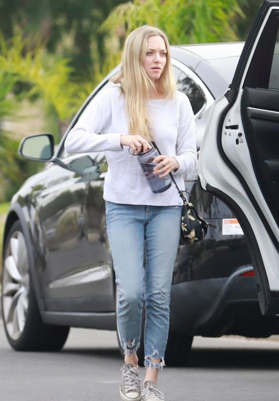 Amanda Seyfried Arriving at an Easter Party in Los Angeles 04/01/2018
