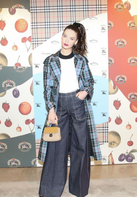 Amanda Steele - Burberry x Elle Celebrate Personal Style With Julien Boudet in LA