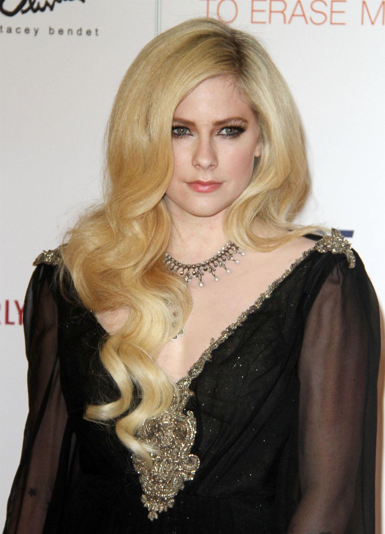 Avril Lavigne – 2018 Race To Erase MS Gala in Beverly Hills Avril Lavigne