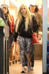 Avril Lavigne - Grocery Shopping With Her Rumored Boyfriend at a Store in LA 04/18/2018