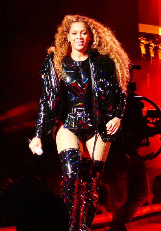 Beyonce Performs in Leather at Coachella 04/21/2018